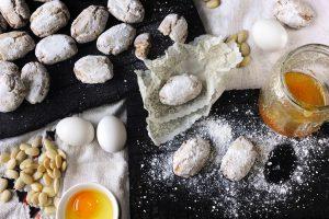 I biscotti toscani tipici sono radicati della tradizione culinaria e divengono protagonisti delle tavole toscane durante il periodo natalizio