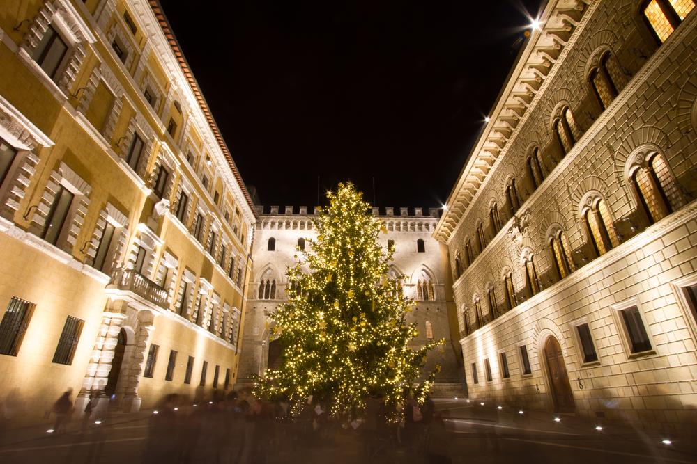Se decidete di passare il Natale in Toscana avrete l'imbarazzo della scelta tra mercatini di Natale, Case di Babbo Natale e piste di ghiaccio.