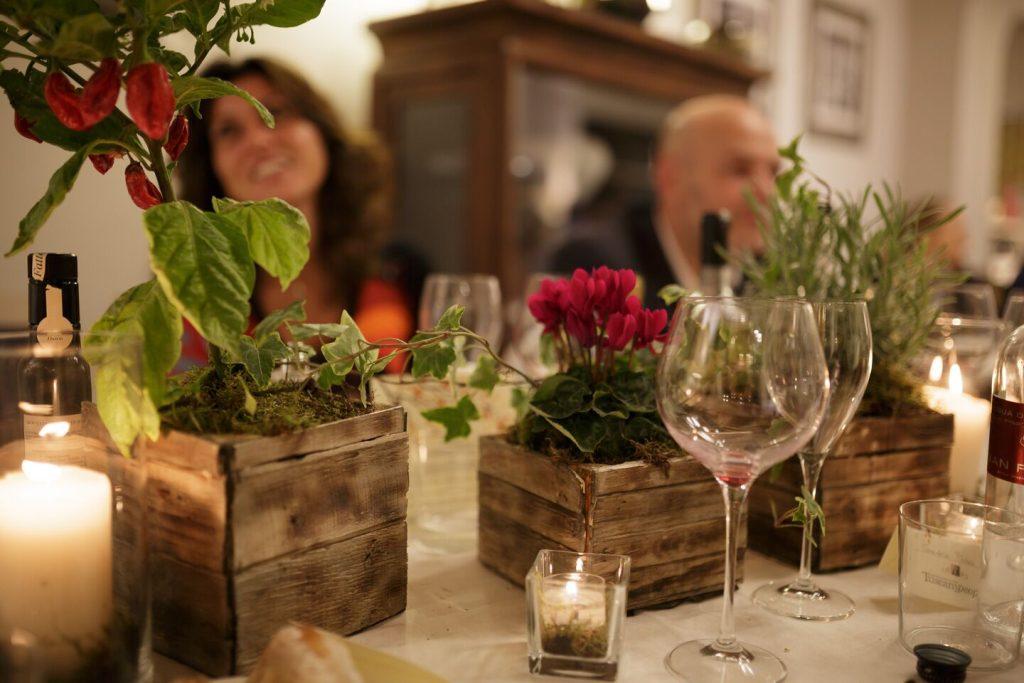 Tommaso Baldassini, ideatore e fondatore di TuscanyPeople, rivista online sulla Toscana, è stato intervistato su Lady Radio per palare delle social dinner.