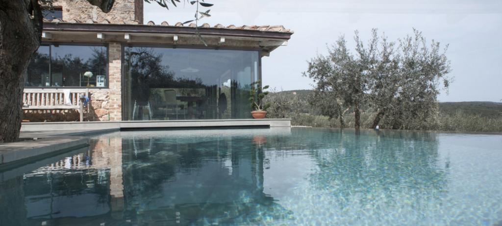 Belle e possibili: ecco 7 location per indimenticabili soggiorni in Toscana, tra castelli, ville e case, tra relax, lusso, natura e storia.