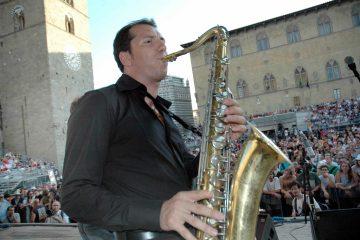 Gianluca Baroncelli, in arte Barone del Jazz, è un sassofonista e clarinettista che ci racconta la sua storia: dall'Illinois alla Supper Club