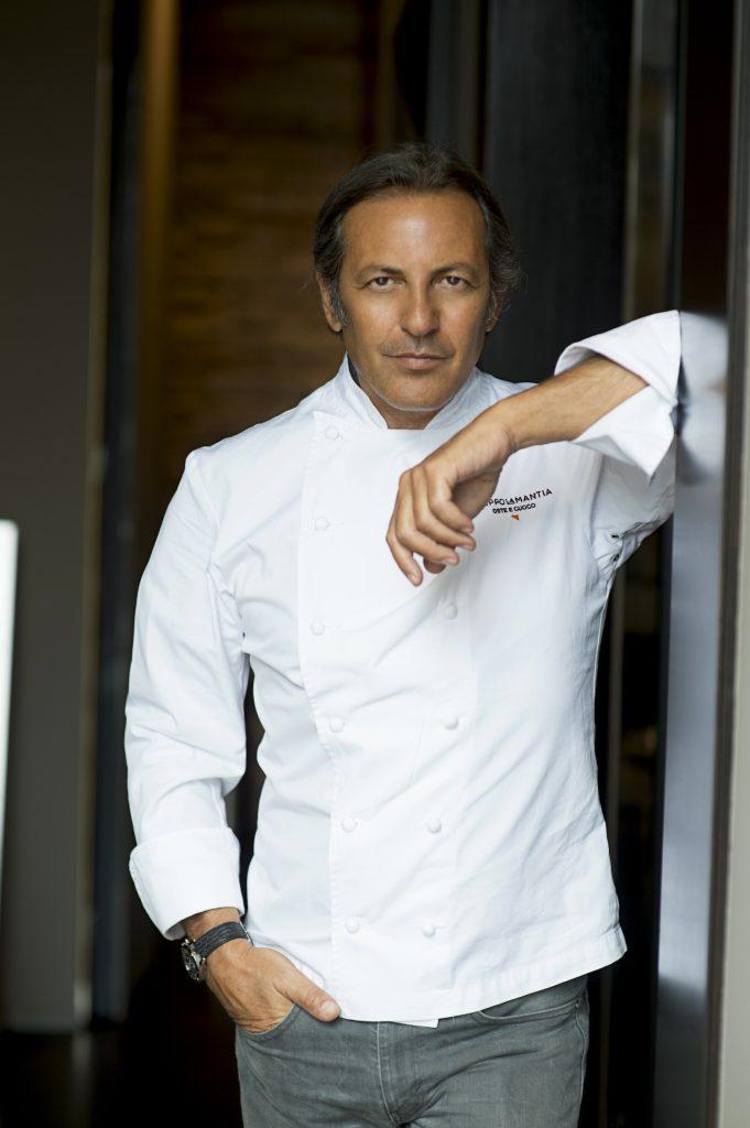 """Filippo La Mantia, cuoco della trasmissione """"The Chef"""" in onda sul canale Tv La5, cucinerà un menù speciale al ristorante Simbiosi di Firenze, domenica 5 Marzo 2017."""