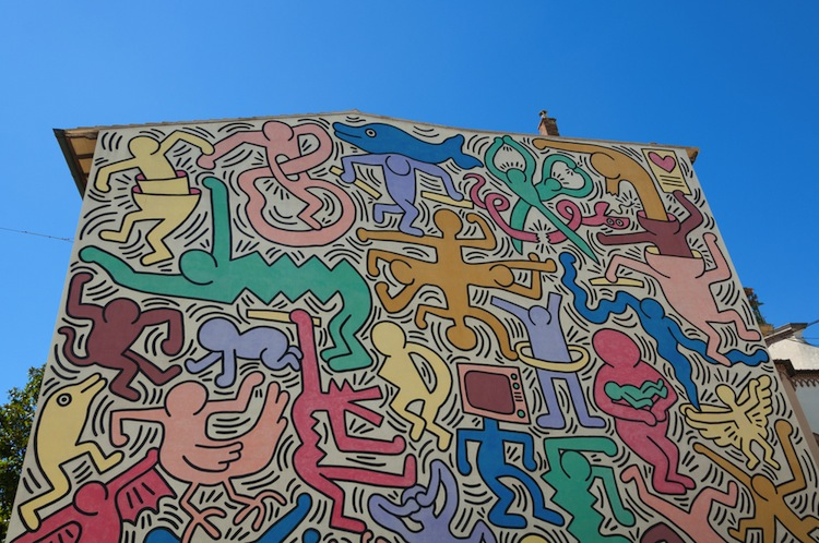 Keith Haring: About Art. Dalla mostra milanese allo speciale rapporto dell'artista con Pisa, città di Tutto mondo, il murales più grande d'Europa.