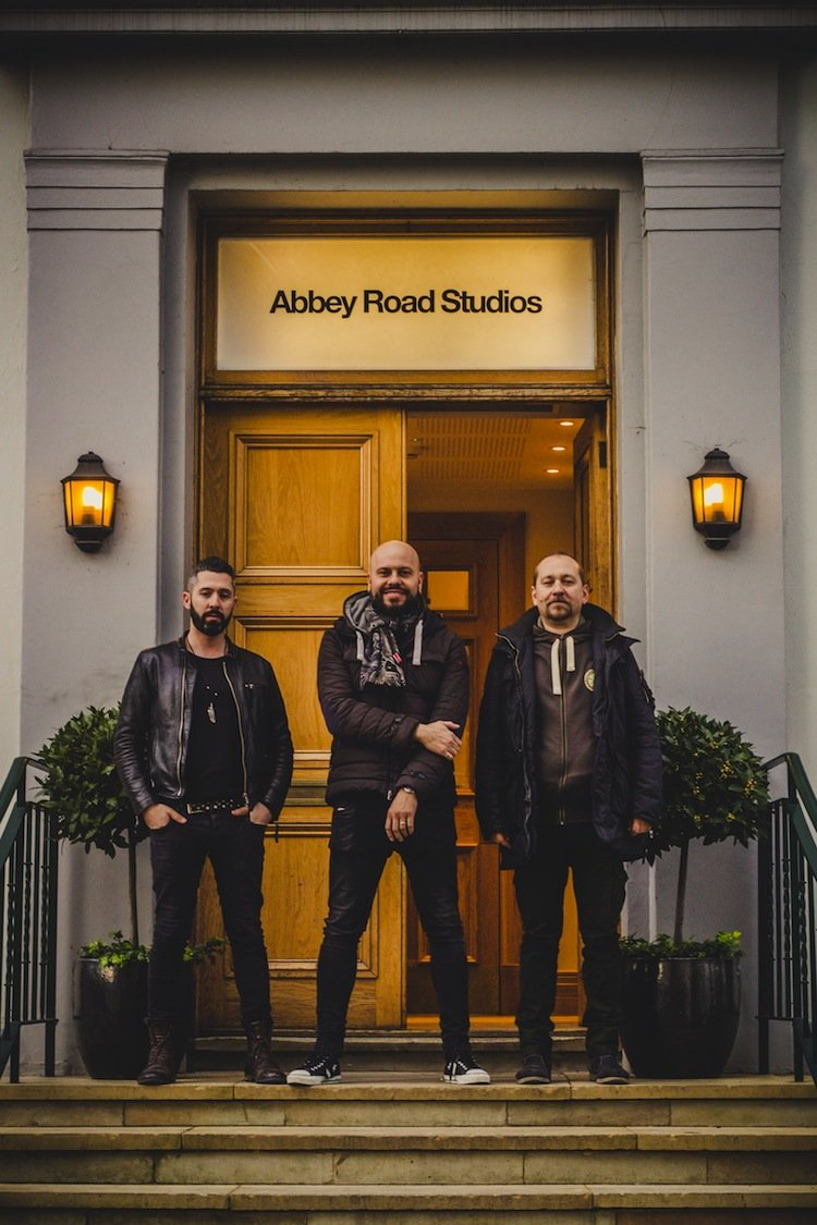 I Jaguari sono una cover band del Chianti con all'attivo 3 album e una chiave di interpretazione musicale inconfondibile