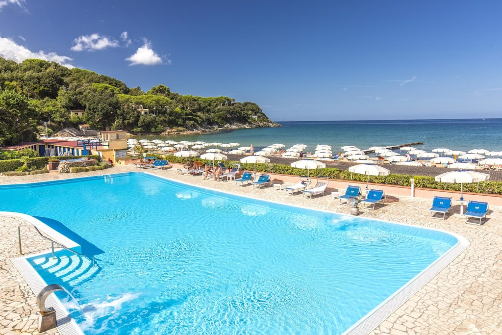 L'Hotel del Golfo, hotel di lusso all'Isola d'Elba,si affaccia sulla Spiaggia di Procchio, è fornito di tutti i comfort e di due ristoranti