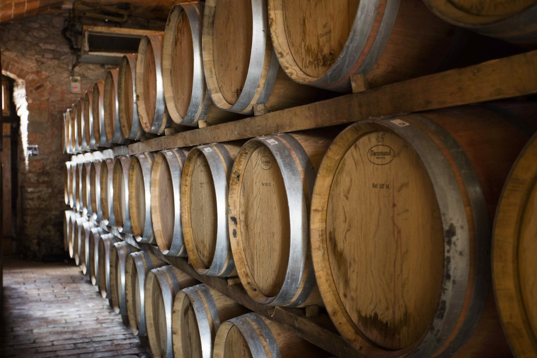 La Tenuta Sette Ponti si trova nel Valdarno di Sopra, in Toscana, e tra le sue etichette conta vini di pregio quali. l'Oreno, il Crognolo e il Vigna dell'Imperatore.