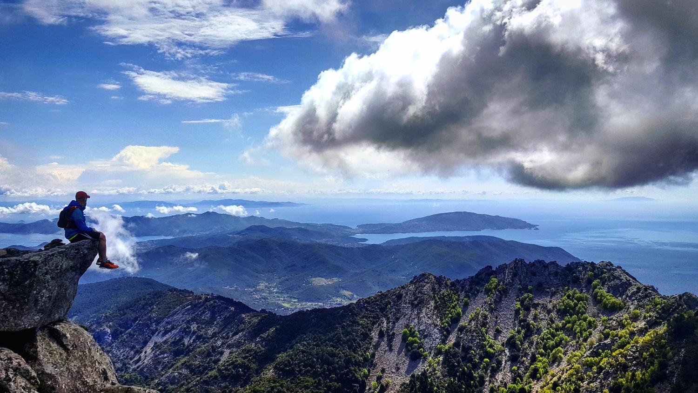 Il Monte Capanne è la vetta più alta dell'Isola d'Elba e dall'alto dei suoi 1019 metri, offre una vista unica e mozzafiato sull'Arcipelago Toscano