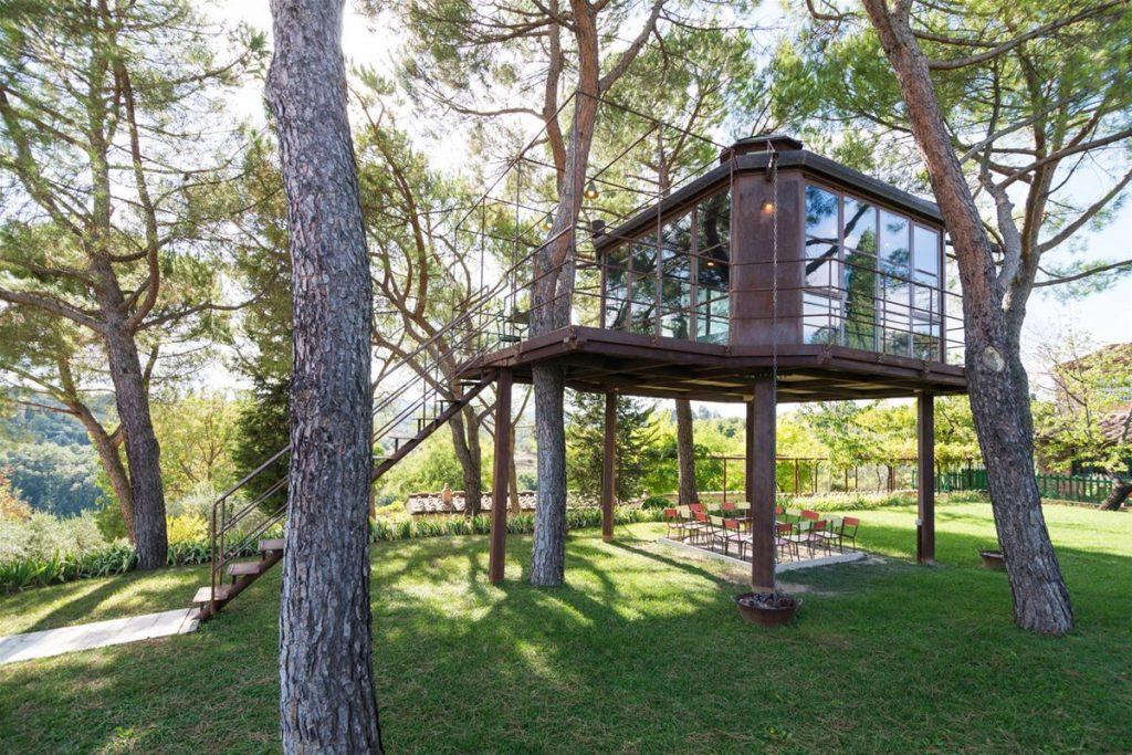 Per un weekend o una vacanza letteralmente immersi nella natura, ecco le case sull'albero in Toscana, una road map delle tuscan treehouse