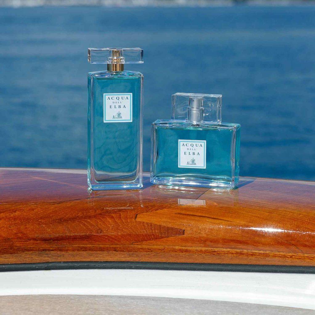 Yachting di Acqua dell'Elba è un necessaire che contiene: bagno doccia, shampoo, balsamo, crema e saponetta. Per avere addosso il profumo del mare della meravigliosa Isola d'Elba.