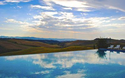 Sognate vacanze estive fatte di bellezza, relax e dolci colline? 5 piscine panoramiche in Toscana dove ritrovare benessere per mente e corpo