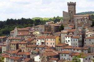 Arcidosso è un borgo toscano medievale, in provincia di Grosseto, ideale per un weekend in Toscana. Si trova sul Monte Labbro, nel cuore della Maremma, vicino alla Torre Giurisdavidica.
