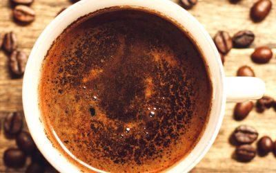 Damiano Memmola, lettore di fondi di caffè, ha animato la Supper Club TuscanyPeople leggendo il futuro nel caffè Pagnini made in Tuscany