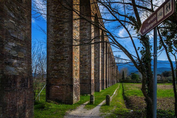 Viaggio attraverso il conturbante piacere del sublime, soffermando l'attenzione sulle bellezze di Toscana.