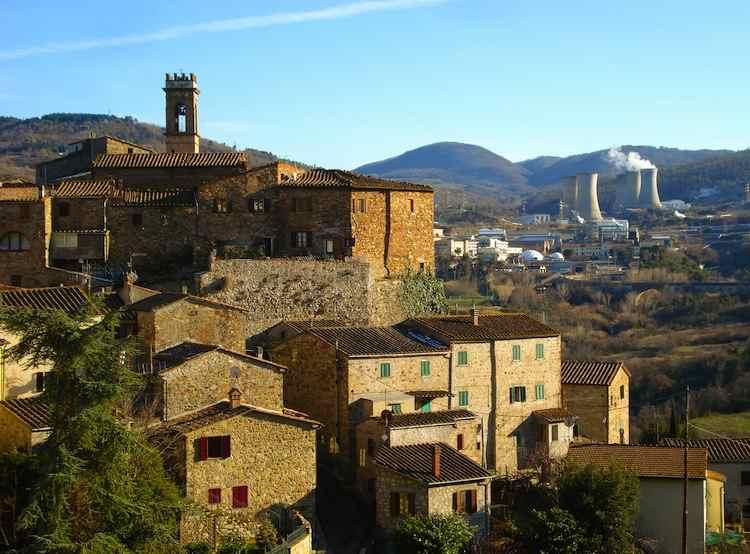 In Val di Cecina si trova il vero Inferno di Dante: stiamo parlando della Valle del Diavolo e di Larderello, famosa per i soffioni boraciferi