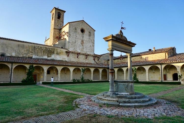 Castelnuovo Berardenga: borgo toscano al confine tra Chianti Classico e Crete Senesi vicino a Montaperti, dove si combatté la famosa omonima battaglia.