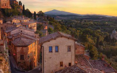 Montepulciano è uno dei borghi toscani della Val di Chiana senese, set di molti film e luogo di origine del vino Nobile di Montepulciano