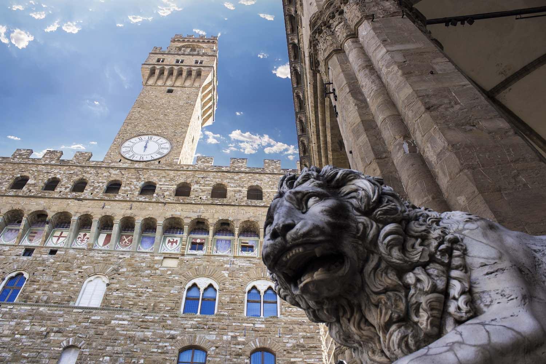 Palazzo Vecchio è uno dei simboli di Firenze. La storia dei suoi molti nomi segue non solo la storia del capoluogo toscano, ma dell'Italia intera.
