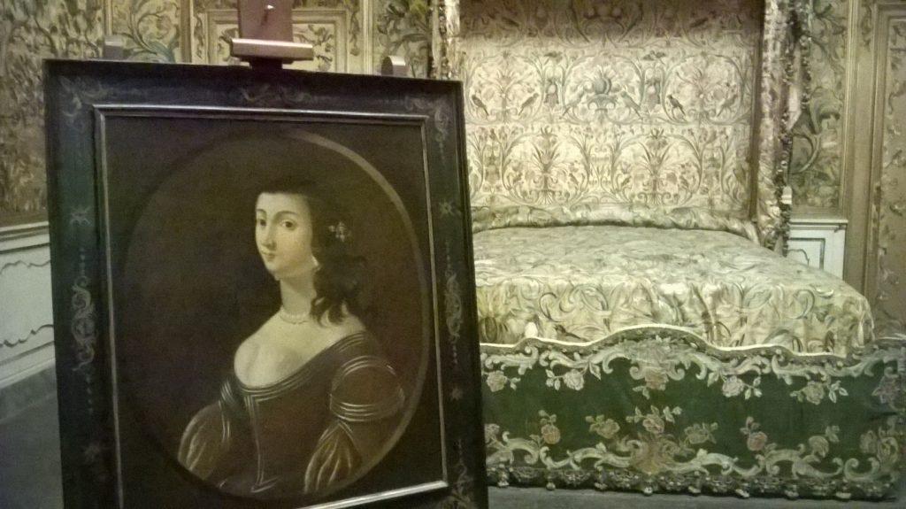 Lucida Mansi è uno dei personaggi più curiosi della storia toscana. Dama del 1600, si crede che il suo fantasma vaghi a Villa Mansi a Lucca