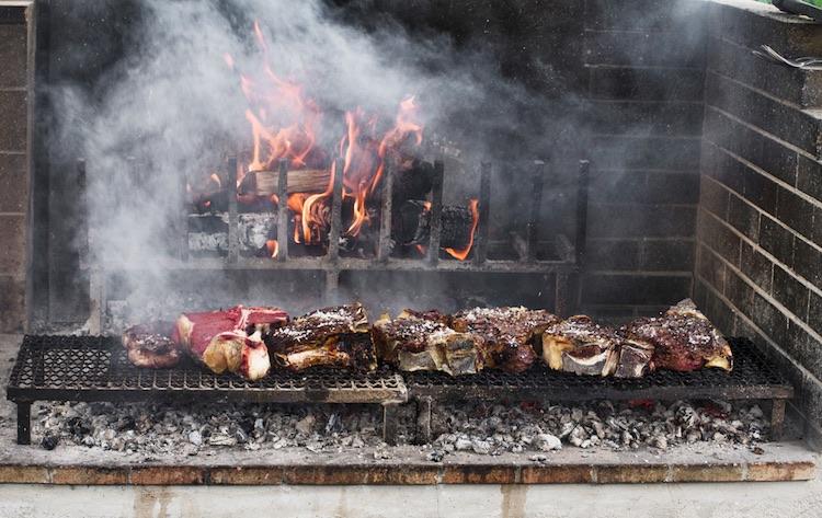 Preparare la vera bistecca alla fiorentina? I consigli di Alessandro Soderi, fiorentino doc, titolare della Macelleria Soderi al Mercato Centrale in San Lorenzo, Firenze.