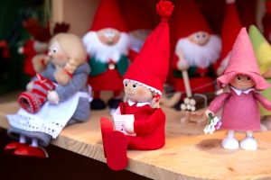 Tour nei mercati di Natale in Toscana, dove il fascino dei borghi toscani incontra la magia luminosa del Natale