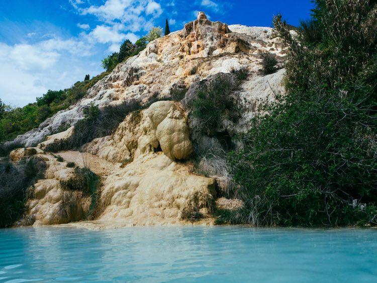 Saturnia il borgo pi antico di italia si trova in toscana del sud - Cascate in italia dove fare il bagno ...