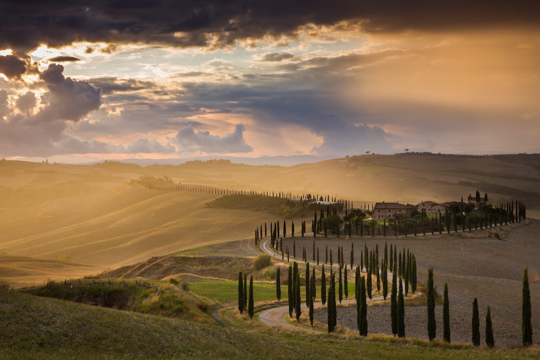 Le Crete Senesi sono una regione della Toscana che si trova a sud-est di Siena, confinanti con il Chianti, la Val di Chiana e la Val d'Orcia