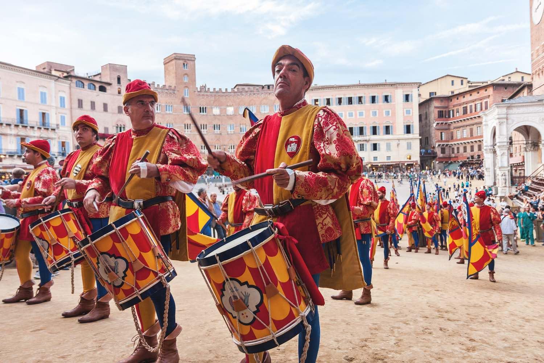 Frasi celebri sul Palio di Siena, una delle tradizioni più importanti della Toscana.