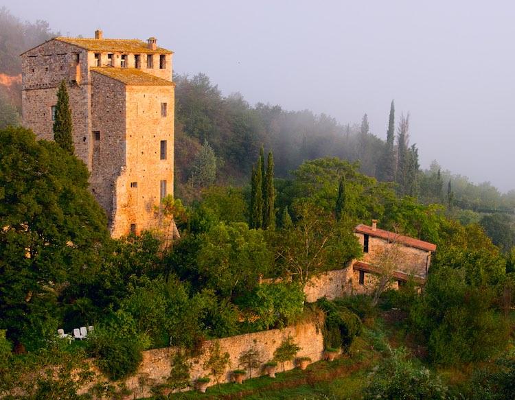 La Val di Merse è una delle bellissime zone della Toscana in provincia di Siena. I suoi borghi toscani sono famosi per gli antichi mulini e la vicinanza alle terme di Petriolo.