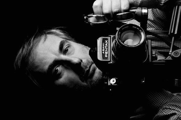 Lido Vannucchi è uno dei più rinomati fotografi italiani. Toscano di origini, inizia la sua carriera con la fotografia erotica, per poi passare alla food photography