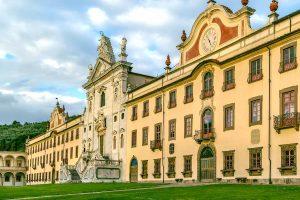 La Certosa di Calci, o Certosa di Pisa, è un vero gioiello di architettura religiosa toscana alle porte di Pisa