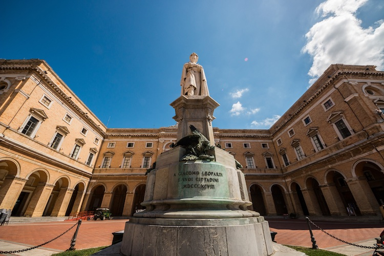 Storia dell'incontro tra Alessandro Manzoni e Giacomo Leopardi al Gabinetto Vieusseux di Firenze