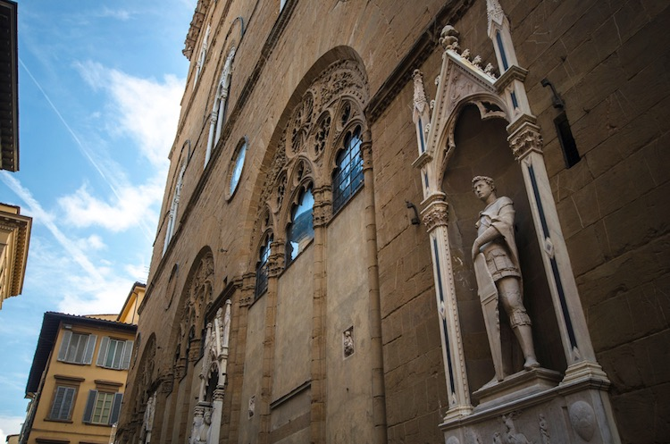 La storia de i Medici inizia nel Duecento con Giambuono dei Medici, ma il primo personaggio di rilievo storico che incontriamo è Giovanni dei Medici, fondatore del Banco dei Medici.