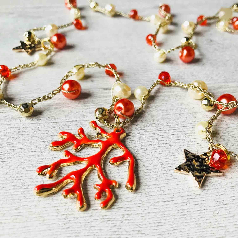 Il Chicchirillò di Valentina, accessori e gioielli handmade 100% made in Tuscany. Le collezioni di collane di perline e collane all'uncinetto de Il Chicchirillò sono pensate per donne che amano divertirsi.