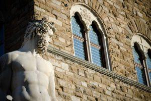 Nel 3°capitolo sulla storia dei Medici, dopo aver raccontato le origini della dinastia e l'apertura del Banco Mediceo da parte di Giovanni di Bicci de' Medici, parliamo di suo figlio Cosimo il Vecchio