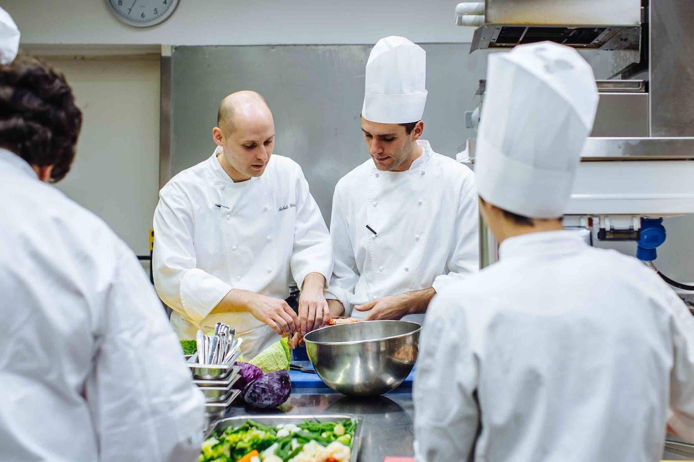 Intervista allo chef Michele Griglio che racconta la sua carriera in cucina.
