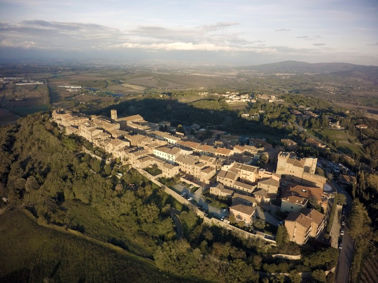 Il 20, 21 e 22 luglio a Casole d'Elsa si svolgerà la Festa del Borgo Nero un evento spettacolare dedicato al mondo del fantasy e del mistero