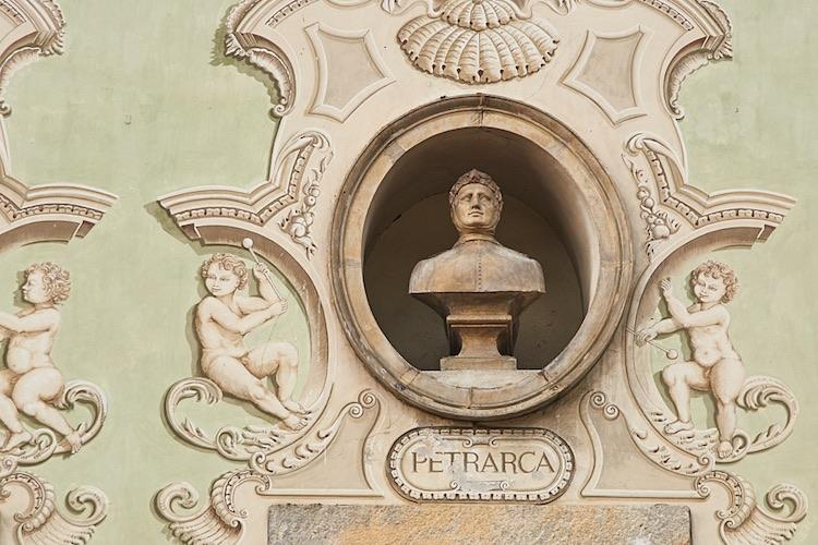 3 grandi poeti toscani, o meglio rimatori toscani, che con la loro opera hanno segnato la letteratura italiana: Dante, Petrarca e Boccaccio