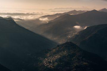 Il tragico racconto dell'eccidio di Sant'Anna di Stazzema, borgo toscano delle Alpi Apuane, avvenuto per mano dei nazifascisti nel 1944.