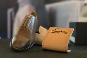 Zampiere produce scarpe artigianali d'eccellenza e rappresenta l'incontro virtuoso tra design spagnolo e alta qualità dei materiali italiani