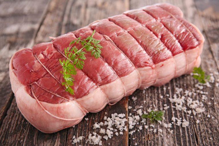 I tagli della carne rossa variano da paese a paese, ma ce ne sono 5, detti nobili, che sono stati quotati da Hilton, rendendoli internazionali.
