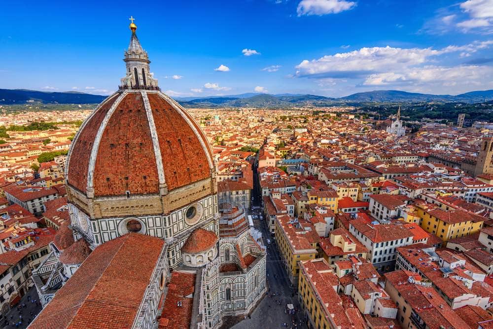 Perché Firenze venne scelta come capitale d'Italia nel 1864? Cause ed effetti di Firenze capitale d'Italia, dall'urbanistica alla politica.