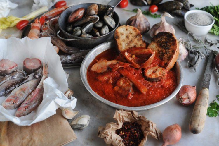 Il cacciucco è uno dei piatti tipici di Livorno