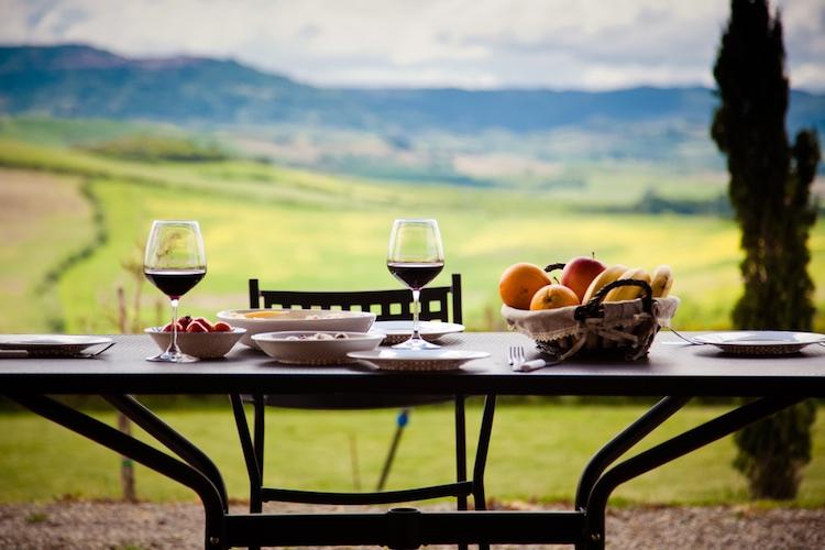 Il vino Chianti trionfa sui social piazzandosi al 2° posto nella classifica dei vini, con 117.459 mention, preceduto dal Prosecco