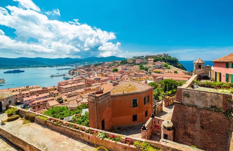 La cucina dell'Isola d'Elba è gustosa e variegata, coniugando mare e monti. Vi proponiamo 5 ricette elbane per un menu da leccasi i baffi