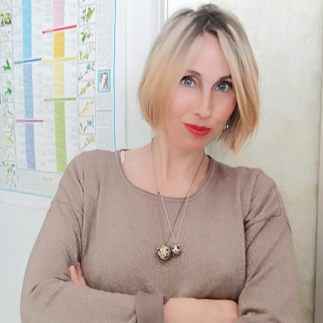 Barbara Burroni è una naturopata fiorentina iscritta all'Albo dei Naturopati toscani, proprietaria dell'Erboristeria Divina Essentia di Firenze