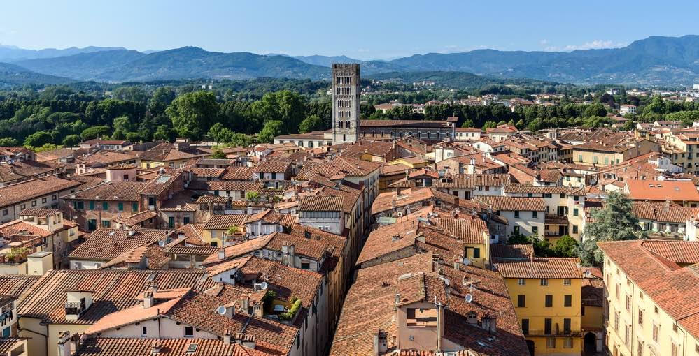 Siete in vacanza in Toscana, volete visitare Lucca, ma non sapete cosa mangiare? Vademecum sui piatti tipici di Lucca per viaggiatori golosi