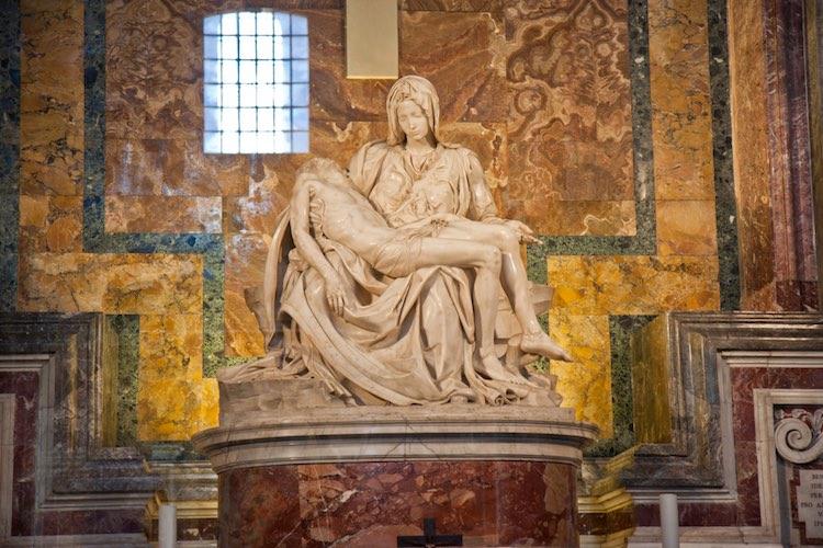 Michelangelo Buonarroti è uno dei più grandi artisti di sempre. Pittore, scultore e architetto ha lasciato opere d'arte di sconfinata bellezza