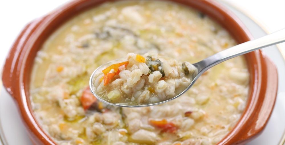 La minestra di farro è uno dei piatti tipici toscani della provincia di Lucca e della Garfagnana