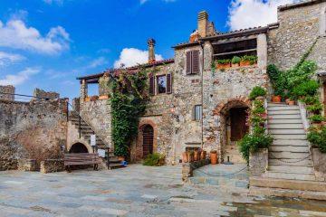 """Capalbio è uno dei """"Borghi più belli d'Italia"""" della Toscana. Si trova nella Bassa Maremma ed è un luogo da visitare sia d'estate che d'inverno"""