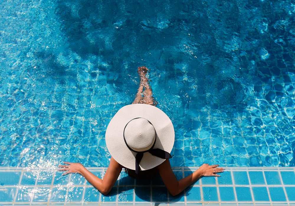 Le 10 migliori piscine a Firenze dove ripararsi dall'afa e godersi l'estate fiorentina: dalle piscine comunali alle roof pool con vista
